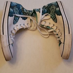 Converse Chuck Taylor Butterfly Sneakers in size 9